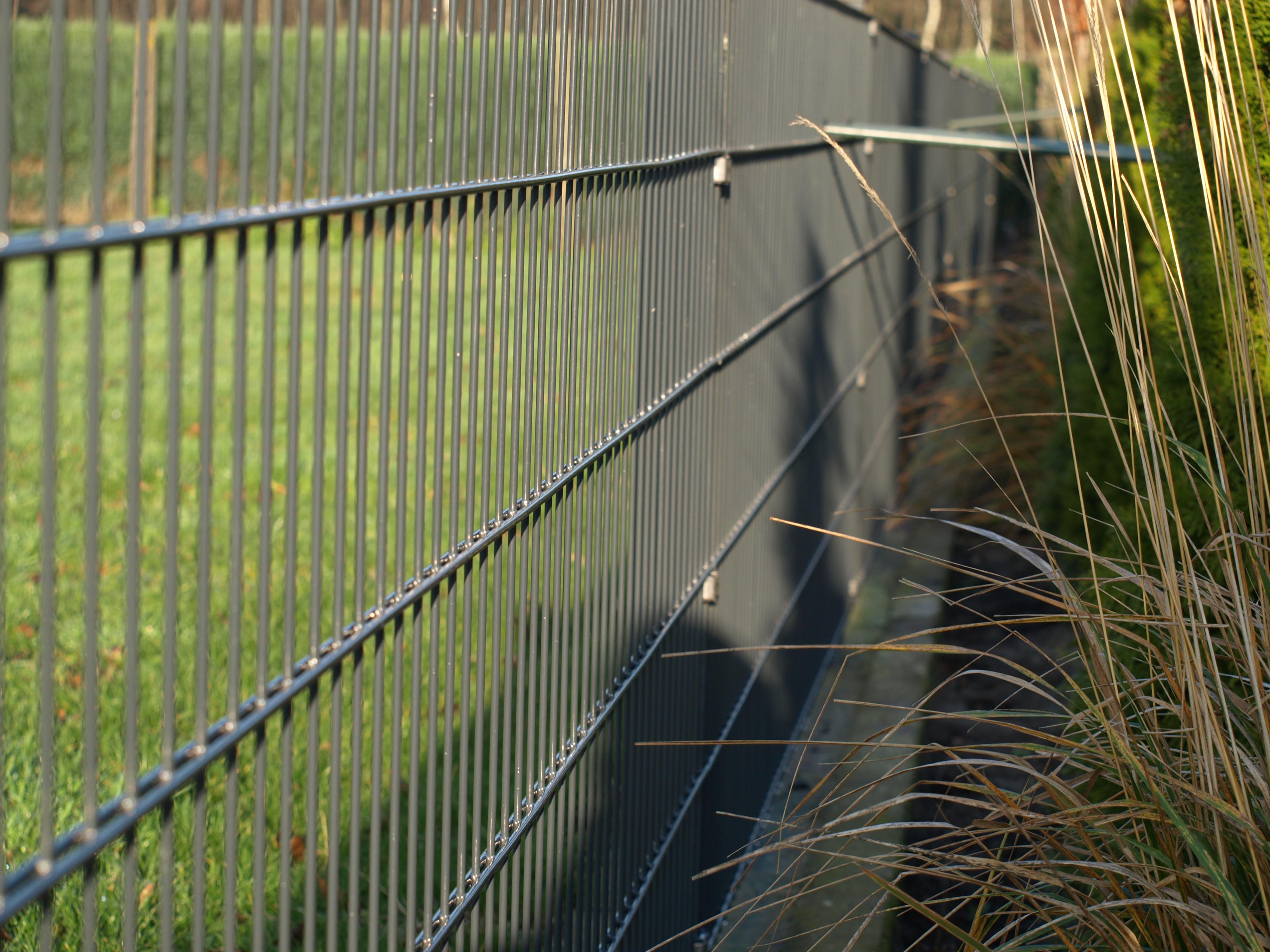 Sichtschutz-sch-tzt-die-Privatsph-re-am-Industrie-oder-Gartenzaun